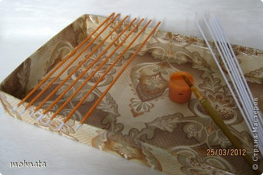 Мастер-класс Плетение МК  как покрасить трубочки гуашью? Бумага газетная Гуашь Клей Трубочки бумажные фото 6
