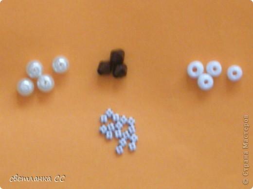 Таким браслет получется из бусин(3 мм) и серебристого бисера фото 3