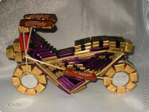 Вот такой мотоцикл я собрала..... из конфет фото 1