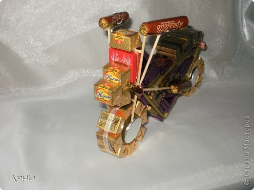 Вот такой мотоцикл я собрала..... из конфет фото 2