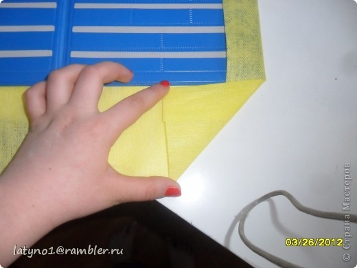 Здравствуйте дорогие мастера и мастерицы!!!! Сегодня я решила сделать свой 2МК. Это будет планшет для игры!!! Желаю всем удачи!!! Для этого нам понадобится: -Клей -Скотч -Бумага -Карандаши или фломастеры -Ножницы -Касса букв и цифр или обложка от книги -Салфетки -Всякие украшения   фото 6