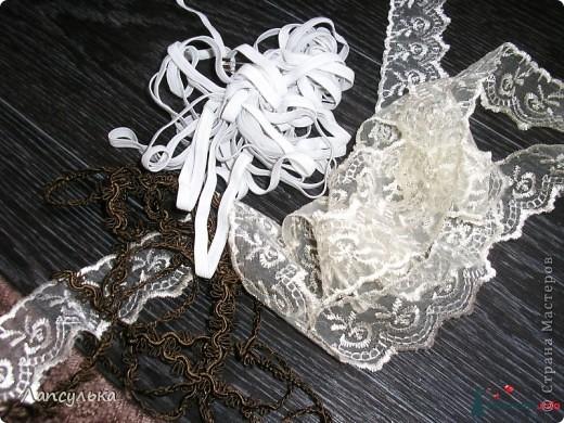 Добро пожаловать в мой первый блог! первый раз пишу блог и первый раз я делала подобные вещи!Итак, вашему вниманию: подготовка к свадьбе!Рабочие материалы: корзинки, кружева, тесьма, шишки, краска, обрезки от свадебного платья, ленточки, еще какие-то золотые веточки для декора,свечи, резинка... фото 2