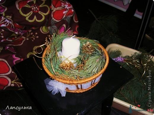 Добро пожаловать в мой первый блог! первый раз пишу блог и первый раз я делала подобные вещи!Итак, вашему вниманию: подготовка к свадьбе!Рабочие материалы: корзинки, кружева, тесьма, шишки, краска, обрезки от свадебного платья, ленточки, еще какие-то золотые веточки для декора,свечи, резинка... фото 4