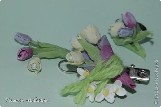 зажим 3 тюльпана в миниатюрном кулечке))) и цветы белой сирени фото 2
