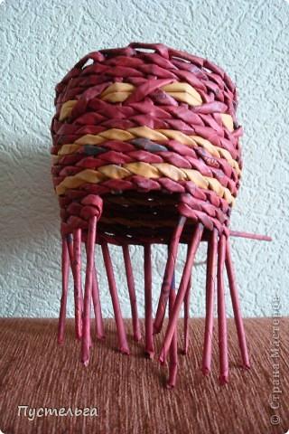 Поделка изделие Плетение Подарушка Бумага газетная фото 9