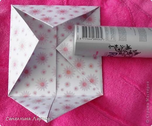 """Не знаю как называется эта форма, в нете видела несколько таких открыток, но МК по изготовлению так и не нашла, попробовала сама и вот результат: открытка крестнице на годик. Использовала скрап бумагу, компостер """"французский завиток""""от МС, принцесса-вырезка из открытки фирмы Hallmark. Для ленты основа сделана компостером """"пузырьки"""" от МС, лента из органзы с золотыми бортиками и атласная ленточка с надписью """"Маленькая принцесса"""", полубусины, стразы. фото 5"""