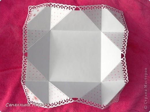 """Не знаю как называется эта форма, в нете видела несколько таких открыток, но МК по изготовлению так и не нашла, попробовала сама и вот результат: открытка крестнице на годик. Использовала скрап бумагу, компостер """"французский завиток""""от МС, принцесса-вырезка из открытки фирмы Hallmark. Для ленты основа сделана компостером """"пузырьки"""" от МС, лента из органзы с золотыми бортиками и атласная ленточка с надписью """"Маленькая принцесса"""", полубусины, стразы. фото 13"""