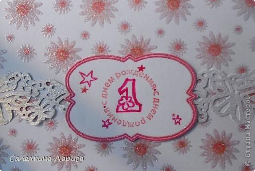 """Не знаю как называется эта форма, в нете видела несколько таких открыток, но МК по изготовлению так и не нашла, попробовала сама и вот результат: открытка крестнице на годик. Использовала скрап бумагу, компостер """"французский завиток""""от МС, принцесса-вырезка из открытки фирмы Hallmark. Для ленты основа сделана компостером """"пузырьки"""" от МС, лента из органзы с золотыми бортиками и атласная ленточка с надписью """"Маленькая принцесса"""", полубусины, стразы. фото 15"""