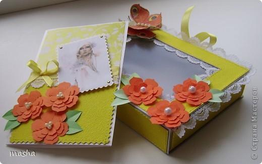 1.Комплект коробочка и открытка. Коробочка с прозрачным окошком. Фон салфетка наклеена на картон. МК https://stranamasterov.ru/node/41463 Объемная бабочка также из салфетки. фото 1