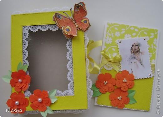 1.Комплект коробочка и открытка. Коробочка с прозрачным окошком. Фон салфетка наклеена на картон. МК https://stranamasterov.ru/node/41463 Объемная бабочка также из салфетки. фото 2