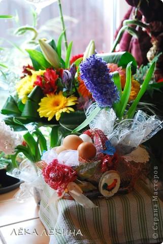 Весна для меня всегда начинается с Пасхи. это наверно самый светлый, самый весенний праздник в году. И в предверии Светлого Пасхального Воскресения, захотелось мне сделать красивую корзиночку для крашеных яиц, с которой пойду их освещать.  фото 1