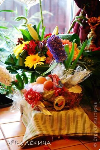 Весна для меня всегда начинается с Пасхи. это наверно самый светлый, самый весенний праздник в году. И в предверии Светлого Пасхального Воскресения, захотелось мне сделать красивую корзиночку для крашеных яиц, с которой пойду их освещать.  фото 12