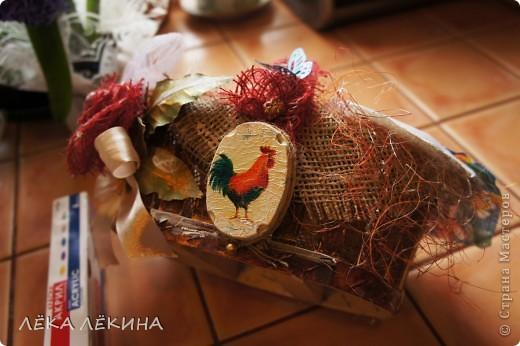 Весна для меня всегда начинается с Пасхи. это наверно самый светлый, самый весенний праздник в году. И в предверии Светлого Пасхального Воскресения, захотелось мне сделать красивую корзиночку для крашеных яиц, с которой пойду их освещать.  фото 9