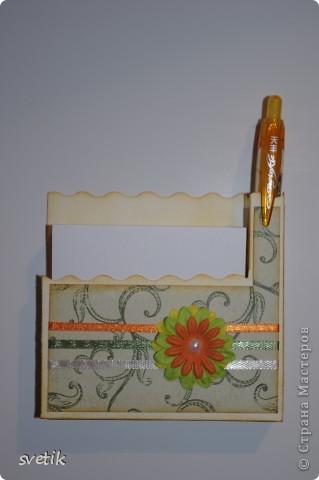 И снова я к вам с дебютом..Теперь пробую себя в скрапбукинге... Это магнит на холодильник с блоком для записей и ручкой   ( подбирала под цвет))) фото 1