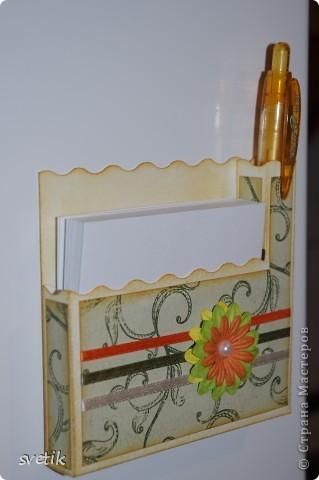 И снова я к вам с дебютом..Теперь пробую себя в скрапбукинге... Это магнит на холодильник с блоком для записей и ручкой   ( подбирала под цвет))) фото 2