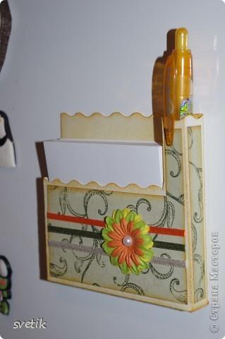 И снова я к вам с дебютом..Теперь пробую себя в скрапбукинге... Это магнит на холодильник с блоком для записей и ручкой   ( подбирала под цвет))) фото 3