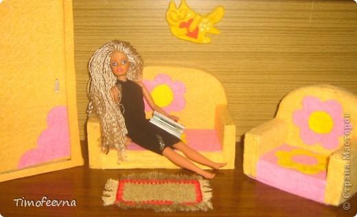 """Большой привет, всем, кто зашёл ко мне в гости!! По просьбам девочек сделать МК кресла из <a href=""""http://stranamasterov.ru/node/193234"""">этого набора</a> для куклы типа Барби, я сделала мастер-класс диванчика, принцип в точности такой же, только размеры, а именно длина чуть больше. Размеры я, конечно, предоставлю, а так же и для кресла тоже. Вот такой диванчик получился. фото 2"""