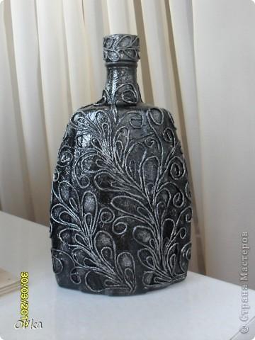 Здравствуйте, Мастерицы! Пейп-арт Татьяны Сорокиной прочно держит меня в своей власти. Выношу на Ваш суд свои новые работы в этой технике. Это бутылка-графин.