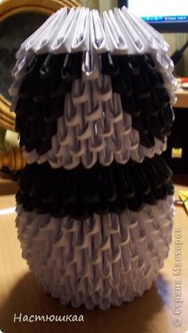 Спешу показать мою панду... Сам мк нашла тут http://iz-bumagi.com/video-shemy/modulnoe-origami-panda-video-shema В видео, в основе панды 24 модуля, а у меня 26. Поэтому я буду показывать как делала я :) фото 13