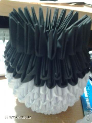 Спешу показать мою панду... Сам мк нашла тут http://iz-bumagi.com/video-shemy/modulnoe-origami-panda-video-shema  В видео, в основе панды 24 модуля, а у меня 26. Поэтому я буду показывать как делала я :) фото 6