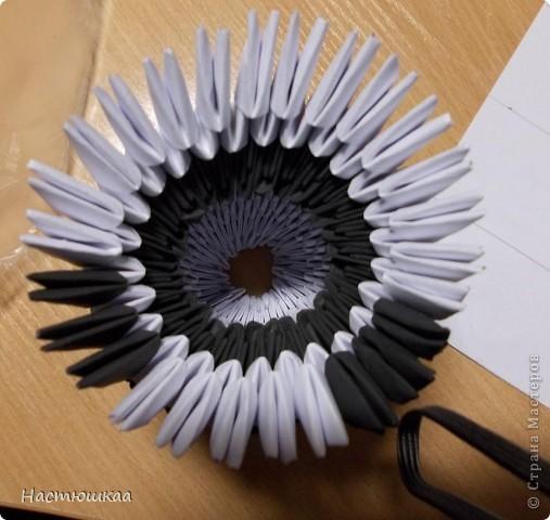 Спешу показать мою панду... Сам мк нашла тут http://iz-bumagi.com/video-shemy/modulnoe-origami-panda-video-shema  В видео, в основе панды 24 модуля, а у меня 26. Поэтому я буду показывать как делала я :) фото 8