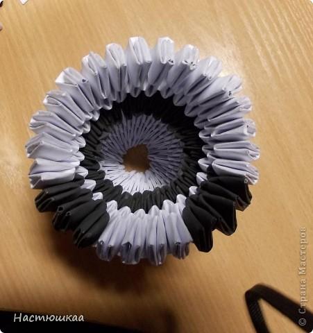Спешу показать мою панду... Сам мк нашла тут http://iz-bumagi.com/video-shemy/modulnoe-origami-panda-video-shema В видео, в основе панды 24 модуля, а у меня 26. Поэтому я буду показывать как делала я :) фото 9