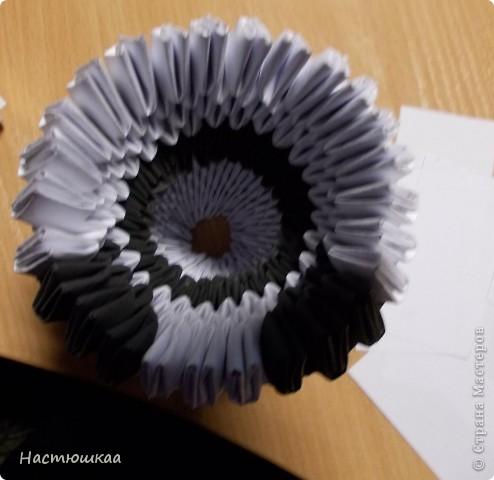 Спешу показать мою панду... Сам мк нашла тут http://iz-bumagi.com/video-shemy/modulnoe-origami-panda-video-shema В видео, в основе панды 24 модуля, а у меня 26. Поэтому я буду показывать как делала я :) фото 10