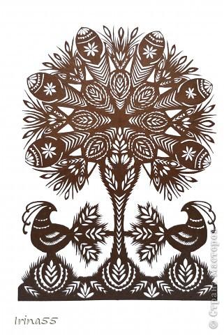 Обычай делать писанки пришел к нам с языческих времен. В те годы люди обожествляли солнце, деревья, животных. Они полагали. что если на яйцо нанести символы дерева, солнца или животного, то оно приобретет магическую силу. Олень, изображенный на писанке  - это символ достатка и благополучия. фото 6