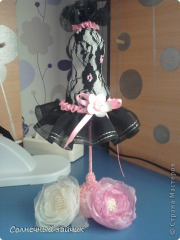 Вот такие маленькие подарочки получились подругам моим и дочиным, здесь не все, так как все делалось быстро, ну и дарилось еще быстрее.  Розовое чудо - для Анечки и Камиллы, плюс резиночки для волос. фото 1