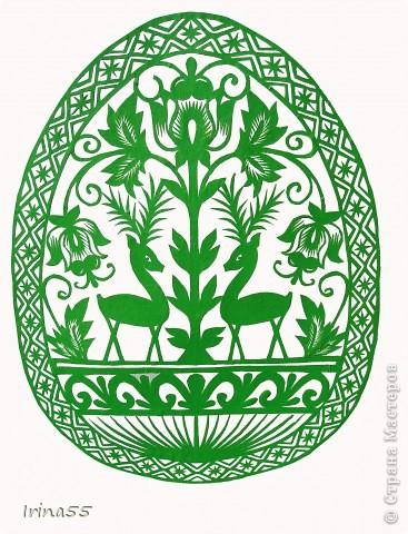 Обычай делать писанки пришел к нам с языческих времен. В те годы люди обожествляли солнце, деревья, животных. Они полагали. что если на яйцо нанести символы дерева, солнца или животного, то оно приобретет магическую силу. Олень, изображенный на писанке  - это символ достатка и благополучия. фото 1