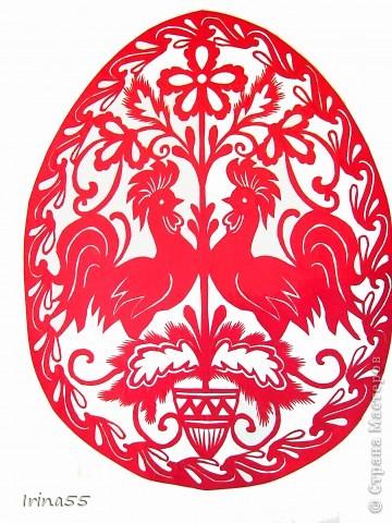 Обычай делать писанки пришел к нам с языческих времен. В те годы люди обожествляли солнце, деревья, животных. Они полагали. что если на яйцо нанести символы дерева, солнца или животного, то оно приобретет магическую силу. Олень, изображенный на писанке  - это символ достатка и благополучия. фото 2