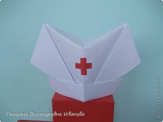 В этом году исполняется 145 лет со дня образования Российского Красного креста. В нашем городе ежегодно проходят среди школьников соревнования по санпостам. меня попросили сделать какую-нибудь поделку и у меня расцвёл такой необычный цветок. фото 3