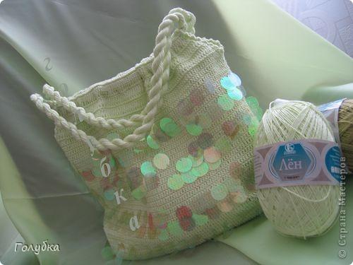 """Вообще я  по жизни люблю хорошие и практичные и вместительные сумки. Но они не всегда  уместны. Поэтому в """"арсенале"""" должна быть сумочка небольшого размера, прогулочный вариант. Вот я и решила связать  маленькую сумочку. Модель выбрала простую, чтоб  при желании смог повторить и новичок. Ну и конечно не смогла обойтись без бисера:) фото 18"""
