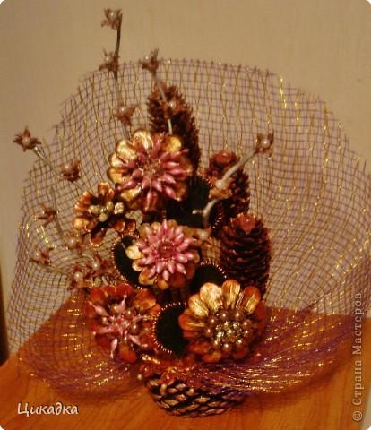 Поделка из шишки цветы