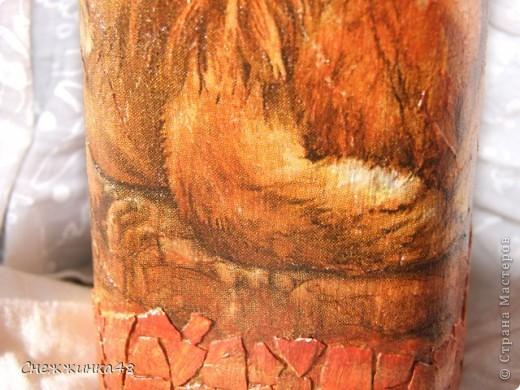 Моя первая бутылочка. Фоткаю без горлышка, так как название не стала закрашивать. Салфетка, яичная скорлупа, краски, глиттеры, лак. фото 3