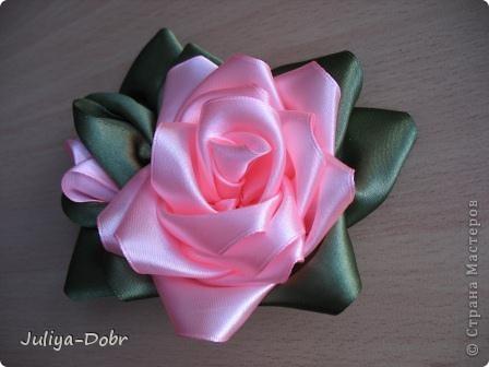 Доброго времени суток, дорогие Мастерицы! Представляю Вашему вниманию очередной плод хорошего настроения: Розы из атласных лент. фото 3
