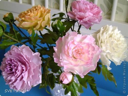 Слепила махровые пионы и по ходу работы сфотографировала процесс лепки цветка .  фото 13