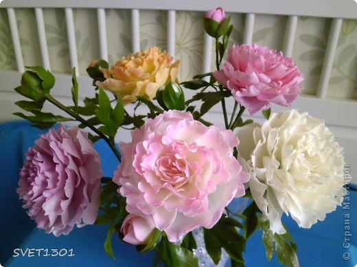 Слепила махровые пионы и по ходу работы сфотографировала процесс лепки цветка .  фото 1