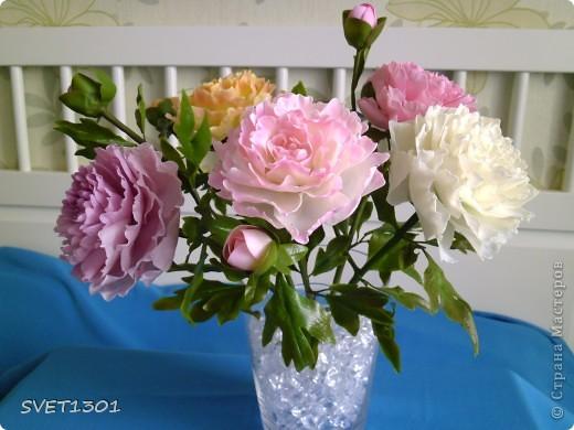 Слепила махровые пионы и по ходу работы сфотографировала процесс лепки цветка .  фото 16