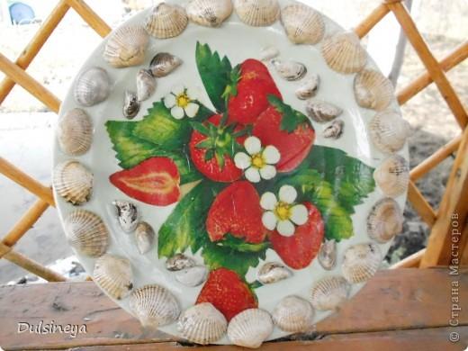 Декупаж тарелок с речными ракушками фото 1