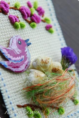 Итак новая серия. Основа вышивка в тенике Рококо. Птички самодельные чипборды, раскрашенные акрилом и покрытые лаком. Моя любимая сизаль и сухоцветы. Вся серия для кредиторов.  фото 5