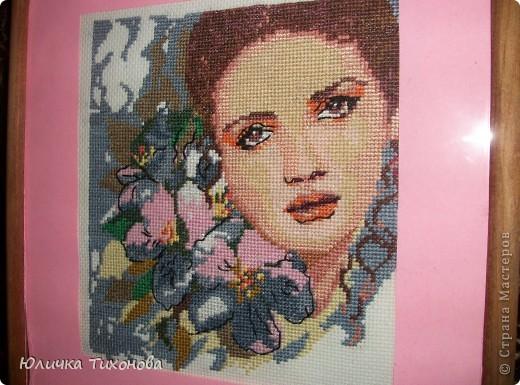 Здравствуйте! Представляю Вам картины в технике вышивка крестом. А эта женщина с цветами. Правда красавица?