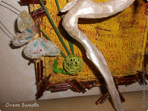 Вот такое экзотическое панно я сварганила в подарок на день рождения.  Скоро оно  отправится в Волгоград.  Золотые шарики это крашенный фундук. попробовала задействовать скелетированые листья. Правда они теряются на общем фоне.  Основной фон- шпатлевка с клеем ПВА фото 5