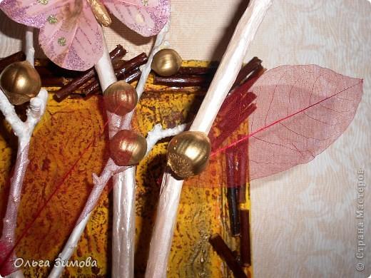 Вот такое экзотическое панно я сварганила в подарок на день рождения.  Скоро оно  отправится в Волгоград.  Золотые шарики это крашенный фундук. попробовала задействовать скелетированые листья. Правда они теряются на общем фоне.  Основной фон- шпатлевка с клеем ПВА фото 7