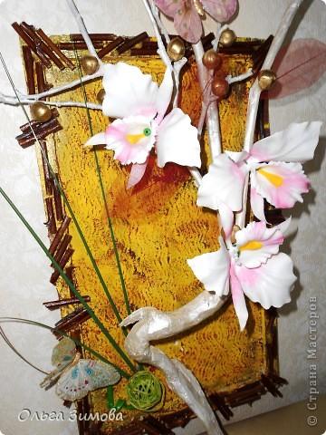 Вот такое экзотическое панно я сварганила в подарок на день рождения.  Скоро оно  отправится в Волгоград.  Золотые шарики это крашенный фундук. попробовала задействовать скелетированые листья. Правда они теряются на общем фоне.  Основной фон- шпатлевка с клеем ПВА фото 1