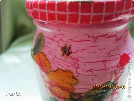 Это моя любимая,люблю цвет ,люблю краклюрчик ,это мой первый опыт краклюра на ПВА,очень понравилось его делать,салфетку тоже люблю,такая себе вьющаяся веточка с нежными цветочками и пчелками фото 4