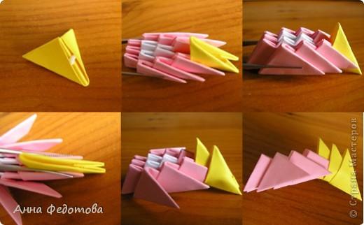 Из модулей 1/32 А4 (5,25х3,7 см) цветочки получаются большие, диаметром по 11 см. Для каждого цветочка нужно 120 модулей. Для вазочки – 474 модуля. МК треугольного модуля: https://stranamasterov.ru/technic/origami_module?tid=451 фото 3