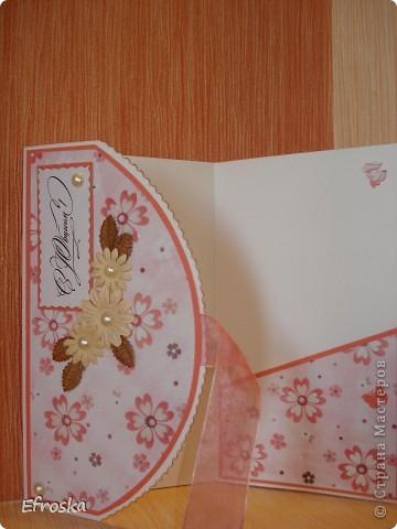 Доброго всем времени суток! Я опять с открытками... Получились они в одной цветовой гамме, хотя и делались в разное время.  Использовала бумагу для акварели в качестве основы, бумагу для пастели, фоны распечатаны на офисной бумаге, цветок самодельный по МК Светланы: http://stranamasterov.ru/node/321021 , за что ей огромное спасибо, лепестки у него тонировала штемпельной подушечкой, листики покупные, ну и конечно же дырокольные бабочки.  фото 9