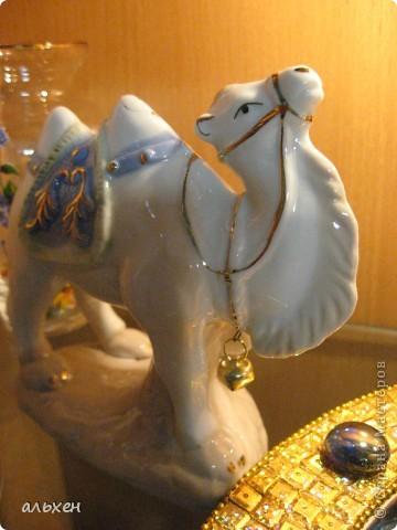 Доброго времени суток, дорогие мои жители СМ!!!!!! Обещала девочкам показать свою коллекцию верблюдов..... и.... подумала - может быть, ещё кому нибудь  захочется посмотреть на моих красавцев..... Милости прошу!!!! Много писать не буду, т.к. не уверена, что загружу.... пятый день пытаюсь..... на последнем этапе всё зависает..... и..... кирдык..... Но я же упёртая..... как баран..... не успокоюсь, пока не загружу..... Это моя пятая попытка...... надеюсь заключительная.....  фото 23