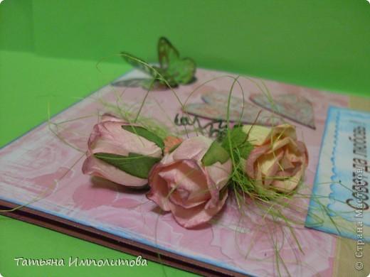 Свадебную открытку делала в первый раз,купила в магазине красивые розы и решила попробовать,хотя мне кажется,что для этой открытки розы великоваты фото 1